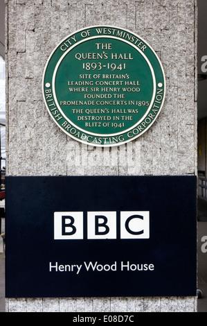 Tafel zum Gedenken an die Königin Hall, der Veranstaltungsort für die Henry Wood Promenadenkonzerte, auf Henry Wood - Stockfoto