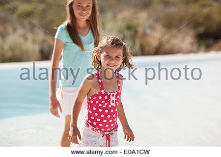 Lächelnde Schwestern - Stockfoto