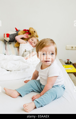 portr t von baby kind blondes m dchen 1 jahr alt schl ft im freien stockfoto bild 50129840 alamy. Black Bedroom Furniture Sets. Home Design Ideas