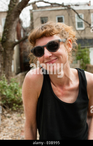 Porträt Frau mit Sonnenbrille - Stockfoto