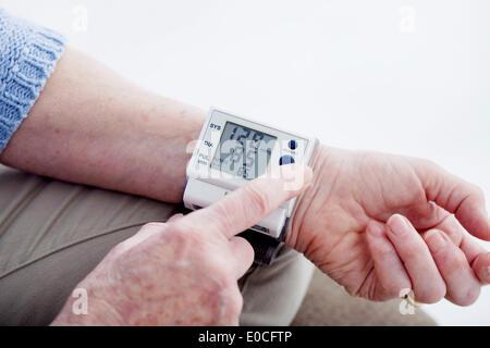 Blutdruck, ältere person - Stockfoto