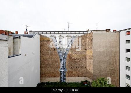 """Berlin, Deutschland. 6. Mai 2014. Die Berliner Mauer Bild """"Reißverschluss"""" in Berlin-Charlottenburg, fotografiert - Stockfoto"""