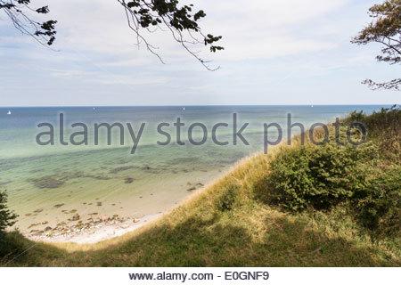 Blick über das Meer, Steilküste, Strand, Rasen, Hoellenliet, Halbinsel Wittow, Insel Rügen, Mecklenburg Vorpommern, - Stockfoto