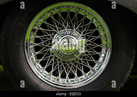 Oldtimer Jaguar Rad Speichen detail Stockfoto, Bild: 71804337 - Alamy