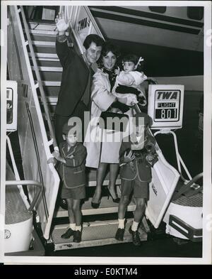 Sept. 09, 0000 - The Eddie Fishers, die Neuvermählten sind wieder in der Stadt. Bilder bei ihrer Ankunft über TWAs - Stockfoto
