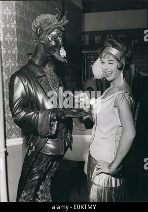 1. Januar 1950 - Dawn geht zum Teufel: Wenn jemand am Set von folgen, die der Mensch in Walton Studios wütend wurde - Stockfoto