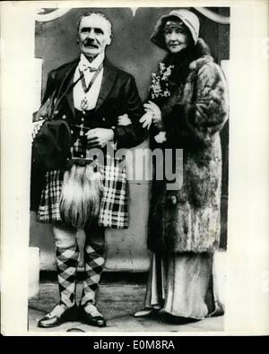 2. Februar 1954 - Doppel 02.12.54 Polizei untersuchen-Mord in Ealing. Die ermordeten Frau nach ihrer Hochzeit 1930. - Stockfoto