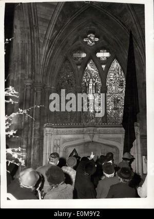 23. April 1954 - Shakespeare Memorial Fenster enthüllt Zeremonie in Southwark Cathedral: Dame Sybil Throndike heute - Stockfoto
