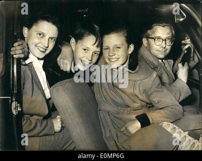 4. April 1956 - deutsche Mutter entführt ihren Sohn IN PARIS. Eine dramatische Carrace mit illegalen Grenzübertritt - Stockfoto