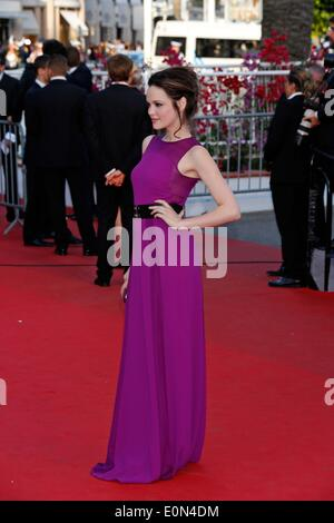 Cannes, Frankreich. 16. Mai 2014. Emilia Schüle bei Dragon 2 Premiere.Cannes Film Festival 2014.Cannes, France.May - Stockfoto