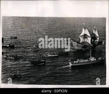 4. April 1957 - der '' Mayflower II'' unter Segel - am letzten.: '' Mayflower II'' reiste unter Segel zum ersten - Stockfoto