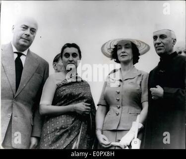 4. April 1957 - polnischen Premierminister In Indien: Polens Premierminister Joseph Cryankiewicz (links) mit auf - Stockfoto