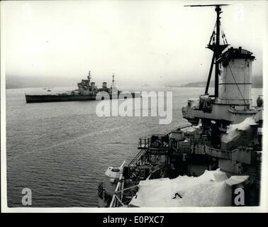 4. April 1957 - Schiffe der Royal Navy - bereit für Breakers Yard... Größte Chance jemals In militärische Politik. - Stockfoto