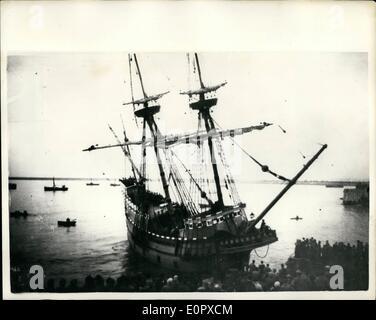 """4. April 1957 - '' Mayflower II'' - fast geht """"West"""" zu früh: '' Mayflower II'' - das Replikat des Schiffs die Pilgerväter - Stockfoto"""