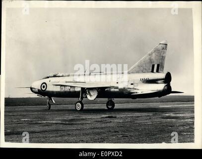 4. April 1957 - Englisch elektrische P.1B. Erstflug hat. Der erste Düsenjäger der English Electric P.1B vollständig - Stockfoto