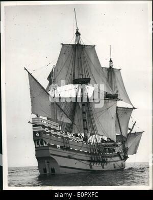 4. April 1957 - Blätter Mayflower II auf Atlantic Voyage. Die '' Mayflower 11'' - Nachbau des Schiffes durch die - Stockfoto