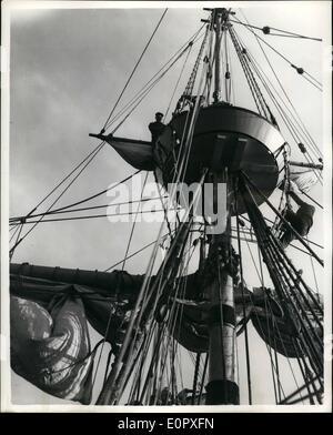 4. April 1957 - die '' Mayflower 11'' unter Segeln - endlich: die '' Mayflower 11'' reiste unter Segel her zum ersten - Stockfoto
