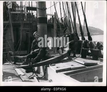 4. April 1957 - bereitet '' Mayflower II'' auf Pilgrim Fathers Reise in die Vereinigten Staaten. Foto zeigt an Bord - Stockfoto