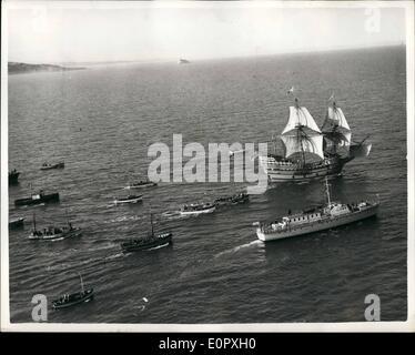 4. April 1957 - '' Mayflower II'' unter Segel - endlich. Die '' Mayflower II'' reiste unter Segel zum ersten Mal - Stockfoto