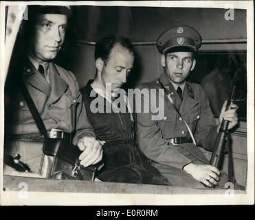 6. Juni 1957 - der '' Tier Steyr'' am Österreich-tschechischen Grenze festgenommen wegen Mordes angeklagt: Alfred - Stockfoto