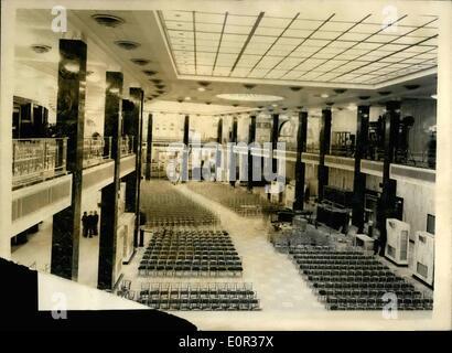 11. November 1957 - Neubau Lloyds von Königin Mutter geöffnet werden. Underwriting Zimmer 320 ft lang und 120 Fuß - Stockfoto