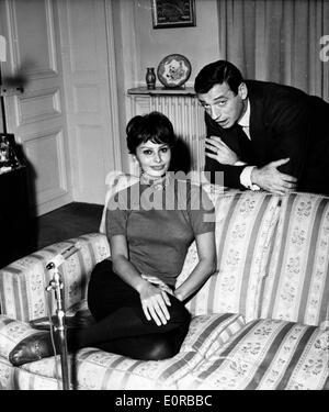Schauspielerin Sophia Loren mit Sänger Yves Montand - Stockfoto