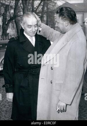 12. Dezember 1958 - Dr. Wohlgemuth absolviert: der Gynäkologe aus Berlin Dr. Wolfgang Wohlgemuth wurde vom Gericht - Stockfoto