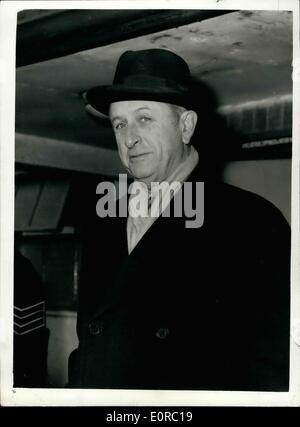 12. Dezember 1958 - Blätter Weltbankpräsident nach Kairo. Mr. Eugene Black, Präsident der Weltbank, links London - Stockfoto