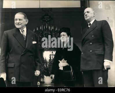 12. Dezember 1958 - General De Gaulle hatte Mittagessen mit Präsident René Coty heute: General und Herr De Gaulle - Stockfoto