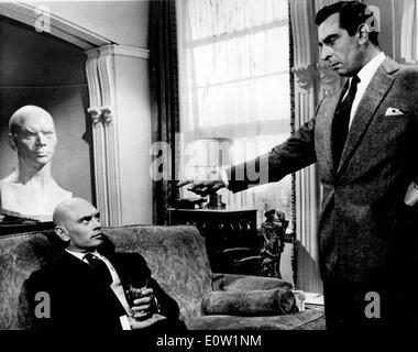 """Yul Brynner und Martin Benson in einer Szene aus """"Noch einmal mit Gefühl"""" - Stockfoto"""