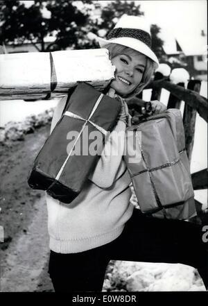 11. November 1961 - als A-Weihnachts-Überraschung: Die Wiener Tänzerin und Schauspielerin Gerti Gordon (Gordon) - Stockfoto