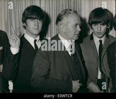 3. März 1964 - Beatles Salute Harold Wilson: Heute um ein Mittagessen im Dorchester Hotel in London, präsentiert - Stockfoto