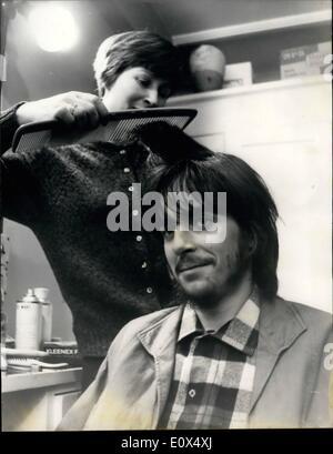 4. April 1965 - Michael Chaplin hat eine Probeaufnahme Friseur bekommt gearbeitet: achtzehn Jahre Alter Michael - Stockfoto