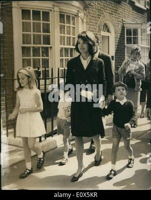 5. Mai 1965 - Jackie Kennedy und ihre Schwester gehen zum Buckingham Palace mit ihrem Kinder: Frau Jacqueline Kennedy - Stockfoto