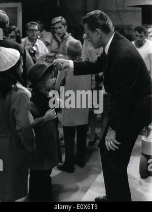 7. Juli 1965 - Rom 29.7.65 = Kirk Douglas vier Söhne sind in Rom mit ihrem Vater, der den Film '' Cast einen riesigen - Stockfoto