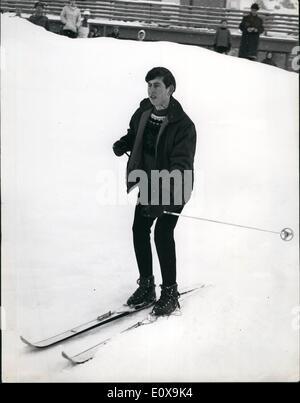 12. Dezember 1965 - Herzog und seinen Kindern in Liechtenstein. Prinz Charles Skiing: The Duke of Edinburgh, Prinzessin - Stockfoto