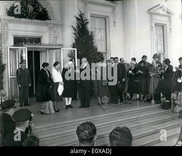 1. Januar 1966 - Frau Indira Gandhi wird Indiens erste Premierministerin: Foto zeigt (V.l.) Frau Indira Gandhi, - Stockfoto