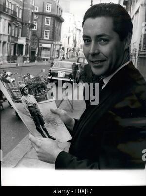 2. Februar 1967 - Russlands Top Dolmetscher schaut auf ein Bild führt ihn zurück 25 Jahre.: Viktor Sukhodrev, Russlands - Stockfoto
