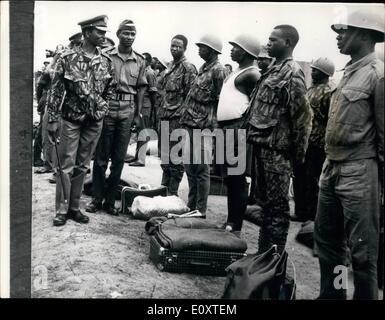 Sept. 09, 1967 - General Gowon sieht seine Truppen: Der Leiter der nigerianischen Bundesregierung und Oberbefehlshaber - Stockfoto