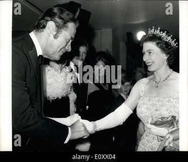 K nigin elizabeth ii bei einer filmpremiere von 1955 for Konigin der nacht film