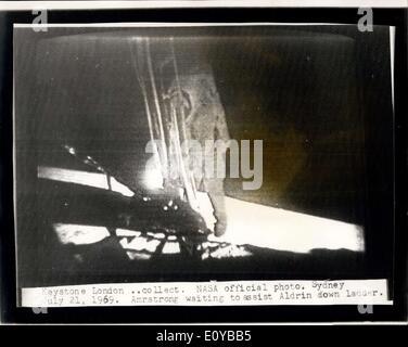 21. Juli 1969 - ist Mann auf dem Mond: Foto zeigt die NASA offizielle Bild Radiced nach London aus Sydney, Australien - Stockfoto