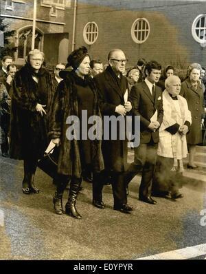 3. März 1971 - Bebe Daniels Beerdigung: The Funeral Service für Bebe Daniels die Schauspielerin und Ehefrau von - Stockfoto