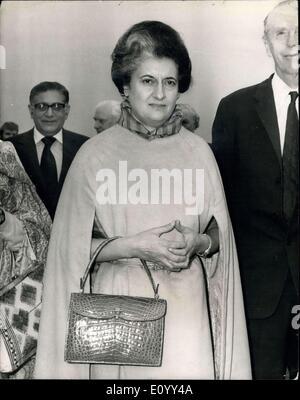29. Oktober 1971 - Indira Gandhi kommt In London: Frau Indira Gandhi, der Premierminister Indira am Flughafen London - Stockfoto