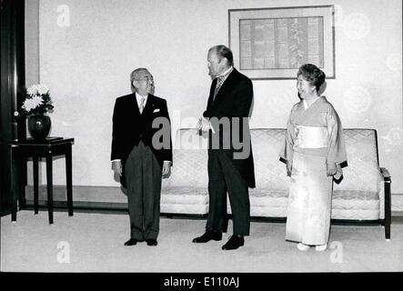 11. November 1974 - besucht Präsident Ford Japan. Präsident Gerald Ford wird von Kaiser Hirohito und Kaiserin Negato - Stockfoto