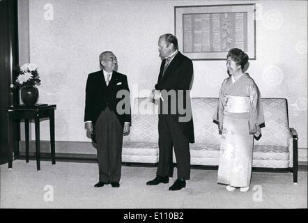 11. November 1974 - Präsident Ford besucht Japan: Präsident Gerald Ford wird von Kaiser Hirohito und Kaiserin Negato - Stockfoto