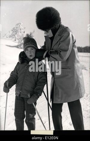 15. Dezember 2011 - Gina Lollobrigida Winter sporting mit Sohn Milko Gina Lollobrigida Winterurlaub in Crans Switzer - Stockfoto