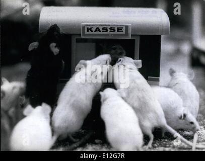 10. Januar 2012 - bei diesem Anblick: auch der stärkste Kater Angst bekommen konnte: 500 Mäuse, weiß, grau und gefleckt. - Stockfoto