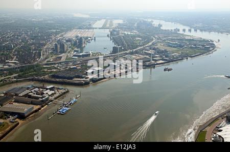 Luftbild von London City Airport und der Themse, London, UK - Stockfoto
