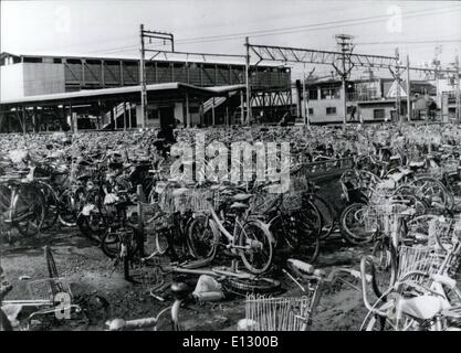 25. Februar 2012 - Multi Geschichte Parking Garage für Fahrräder - Stockfoto
