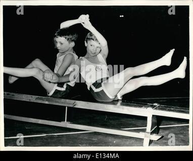 26. Februar 2012 - beteiligt sich Kronprinz Carl Gustav schwedischen Gymnastik Display... Kronprinz Carl Gustav - Stockfoto